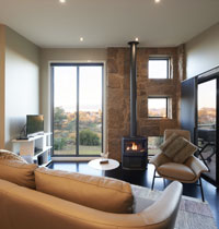 Beechworth luxury spa accommodation with gorge views.